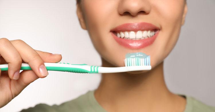 10 hábitos que prejudicam a saúde oral