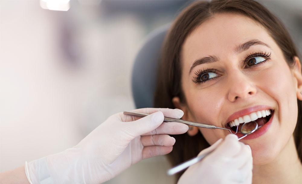 Tem falta de dentes? Marque já uma consulta dentária